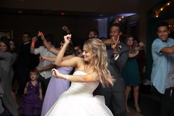 Bride dances to Cupid Shuffle at Dresser Mansion wedding venue, DJ by Banks Entertainment