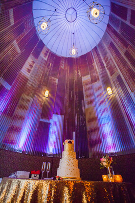 Beautiful Wedding Cake and uplighting at the Silo Event Center in Tulsa, lights provided by Banks Entertainment