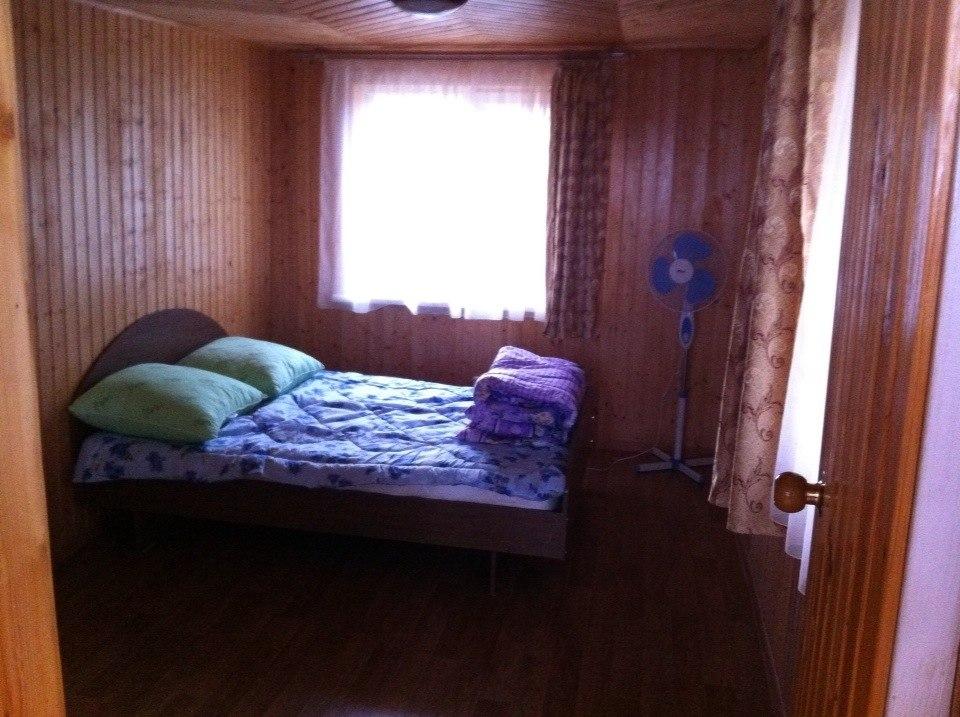8 полноценных спальных мест...
