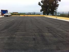Culminado asfaltado pistas tenis de Castilleja del Campo. Ahora empezamos superficie deportiva.
