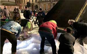 Covid in Scotland: Bar workers dump leftover ice in closure protest
