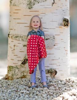 19_kid_girl_tree