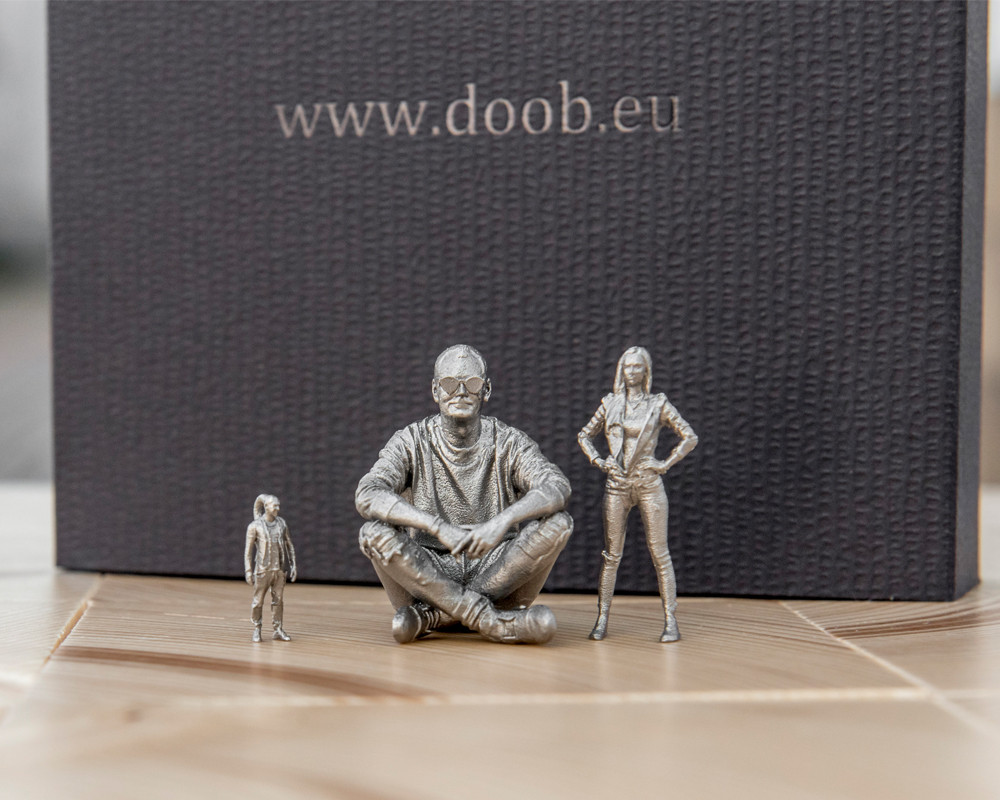 19_stainless_figurine_box_01.jpg