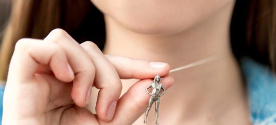 19_stainless_figurine_necklace_02.jpg