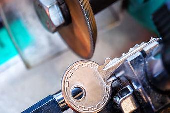 locksmith, key duplication machine makes