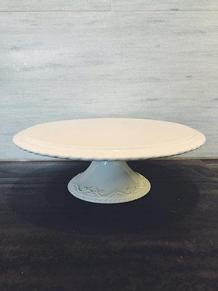 White rope-edge cake stand