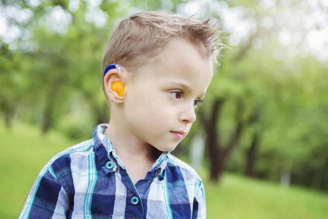 Perda de audição causa atraso na fala das crianças