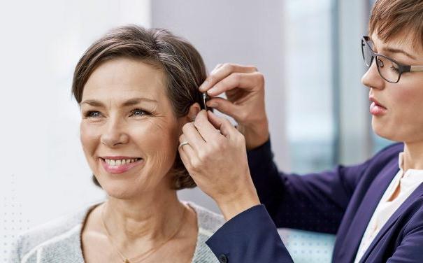 teste e adaptação de aparelho auditivo intra-canal