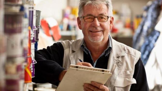 Tratamento contra perda auditiva ajuda idosos a se manterem no mercado de trabalho.