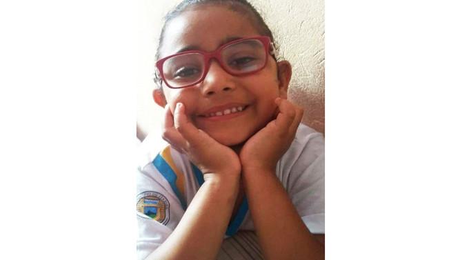 Furto de aparelho auditivo impede Itabirana de 7 anos de escutar
