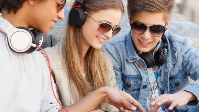 Zumbido em jovens indica futura perda auditiva.