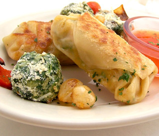 Dumpling with Spinach bites & sauce