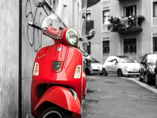 Milão Lambreta Vermelha
