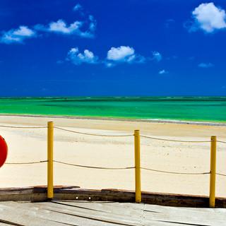 Bóia vermelha e praia