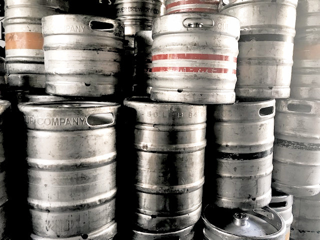 off main brewing | craft beer in barcelona and dublin | guinness kegs at brazen head