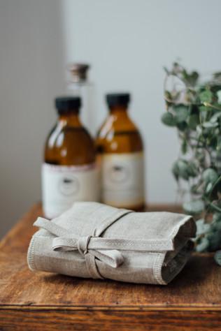 HELEN ROUND Linen & Bamboo Face Wipe Kit