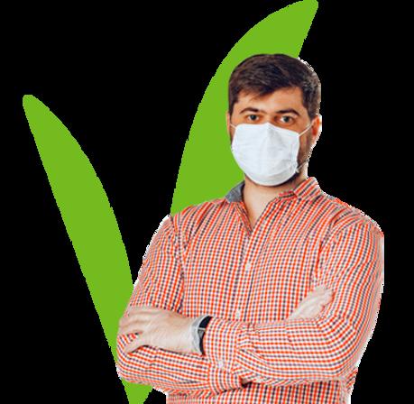 hombre-mascara-medica-guantes-medicos-pr