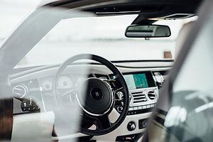 Interior del coche de lujo