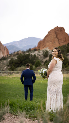 Elopement Photography Session at Garden of The Gods