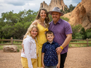 Family photography session at Garden of The Gods