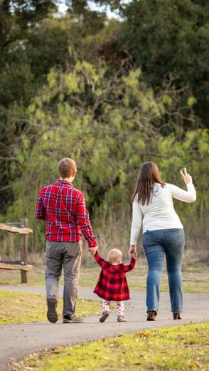Christmas holiday family photo session   Ed R. Levin County Park   California