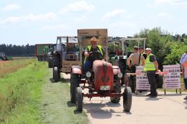 IMG_0583 Etwa 40 Traktoren machten sich aus Rohr auf den Weg, um die vom ICE-Werk betroffe