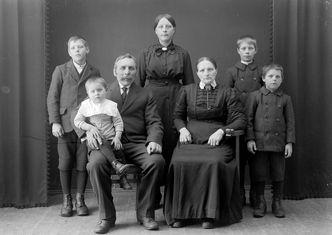 Meegedragen familie patronen kan je doorbreken m.b.v. familieopstellingen. Joriska Vanhaelewyn geeft individuele familieopstellingen in Gent