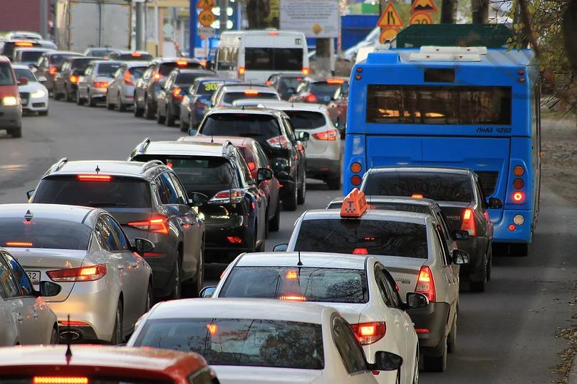 traffic-jam-4522805_1280.webp