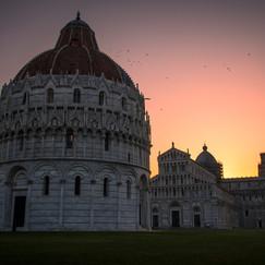 Schiefer Turm von Pisa Sonnenaufgang.jpg
