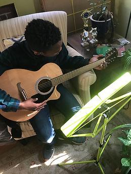 Ellioit_guitar.jpg