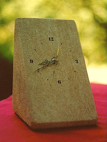 Petite pendule de bureau en pierre
