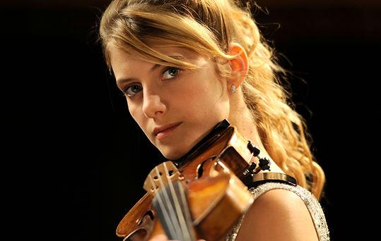 Le-concert-France-3-Melanie-Laurent-joue-t-elle-vraiment-du-violon-dans-le-film-Photos.jpg