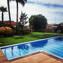 Sentimos pasión por la jardinería. Empresa de Jardinería profesional en Castelldefels. Somos Especialistas en Mantenimiento de espacios verdes y piscinas. Somos los mejores Profesionales para su jardín.