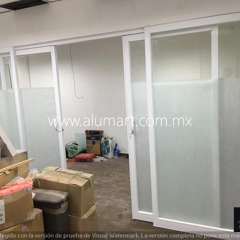 Ventanal en aluminio blanco con cristal claro 6mm y pelicula decorativa