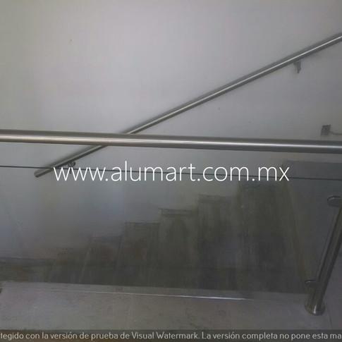 Barandal en acero inoxidable con cristal claro templado en 10mm y pasamano