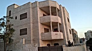 بيت مستقل للبيع في عمان المرقب 3 طوابق من المالك
