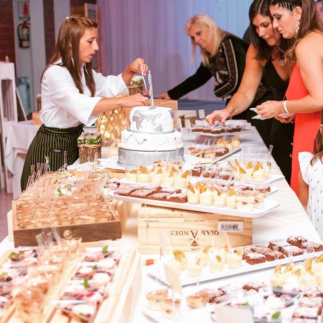 Mesa de dulces, bien variada en gustos