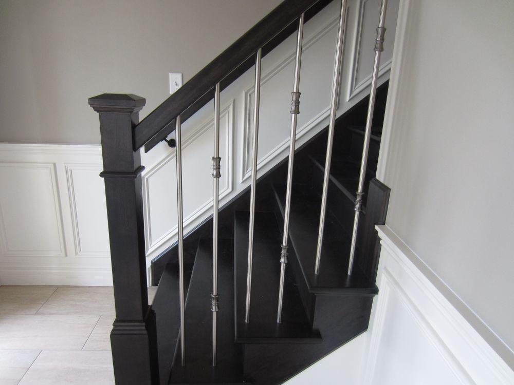 256956_108ladyruss_upperlevel_stairway1.jpg
