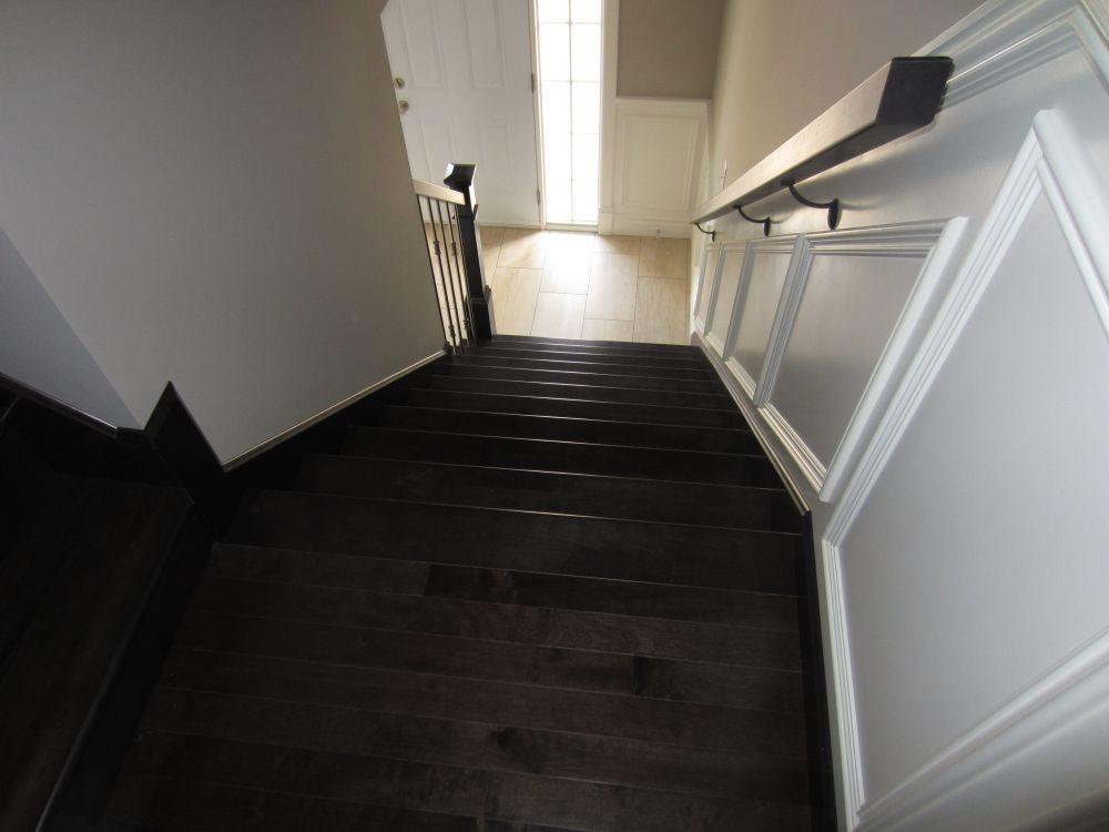 256959_108ladyruss_upperlevel_stairway4.jpg