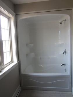 256949_108ladyruss_upperlevel_bathroom3.jpg