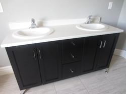 256798_93ladyruss_upperlevel_bathroom2.jpg