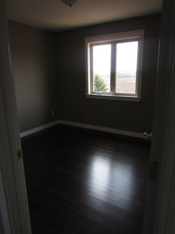 256908_108ladyruss_doorway_view_bedroom1.jpg