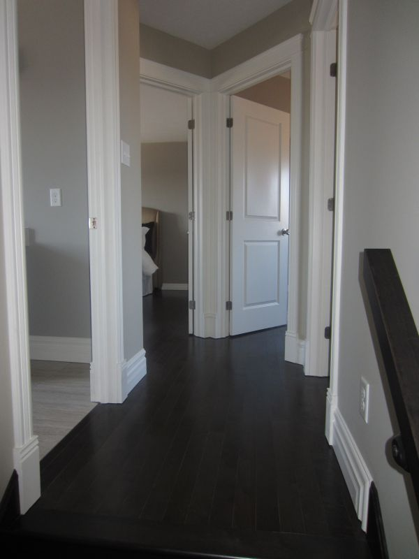 256802_93ladyruss_upperlevel_hallway2.jpg