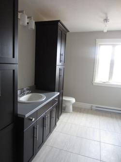 256948_108ladyruss_upperlevel_bathroom2.jpg