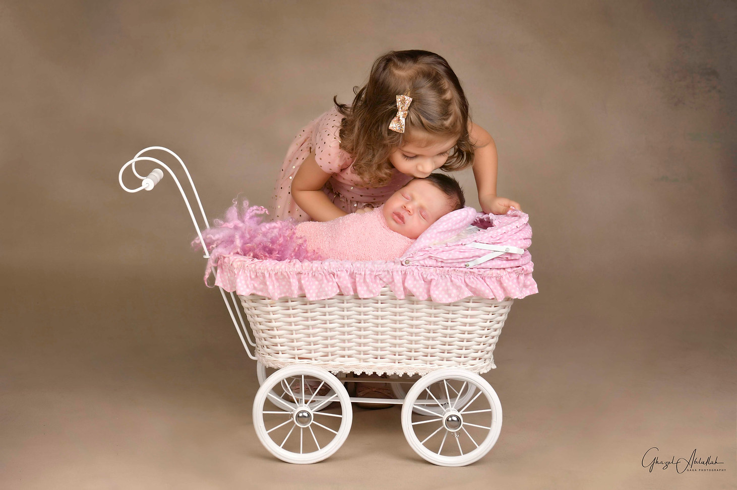 Dubai Newborn Photographer, Newborn Photographer in Dubai, Newborn Photographer Dubai, Baby Photographer in Dubai