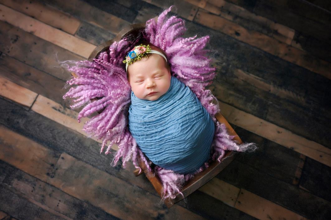 Dubai Newborn Photographer, Newborn Photographer in Dubai, Newborn Photographer Dubai, Baby Photographer, Newborn photographers, maternity photographer, cakesmash photographers, cakesmash photography