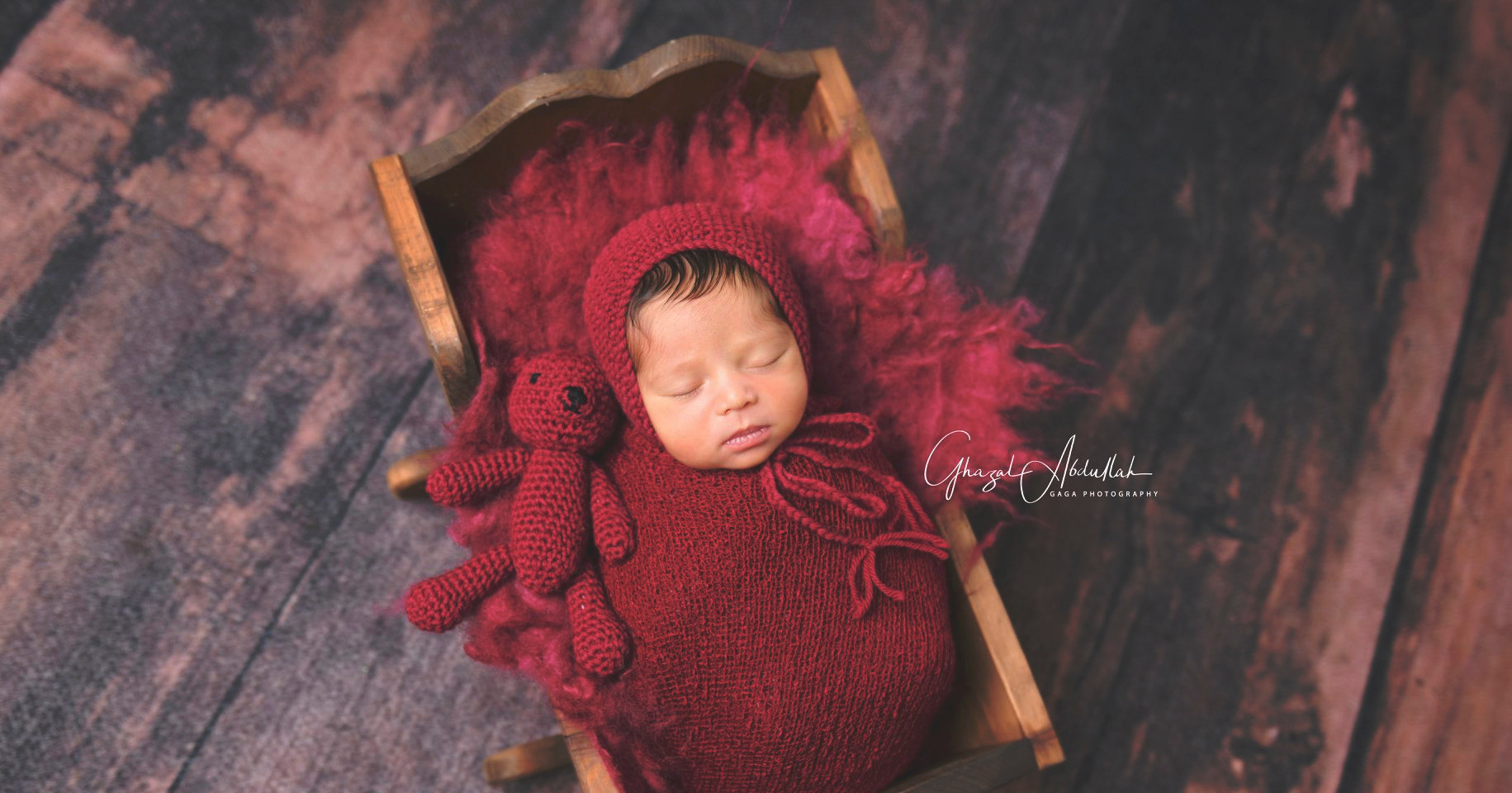 Newborn Photographer, newborn photographers, Newborn Photographer in Dubai, Newborn Photographer Dubai, Baby Photographer in Dubai