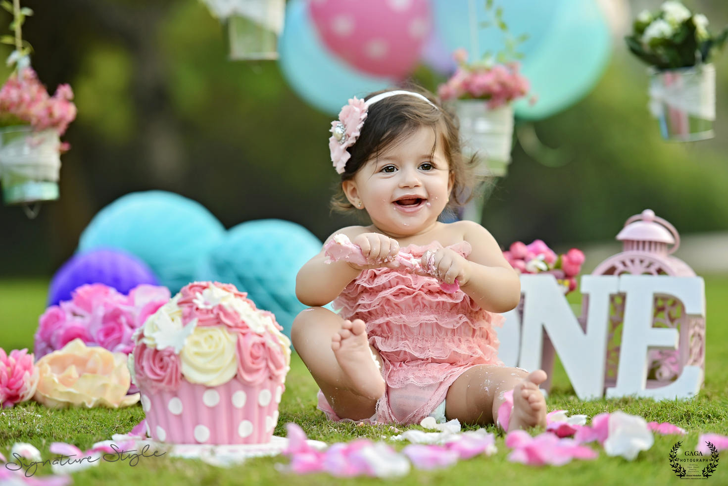 Life's super exciting for a one-year-old as they start saying their first words and taking those first steps. Cute Princess Stephanie Cake smash.