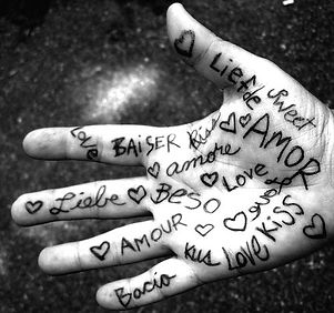 amore-copy-hand-life-love-writing-Favim.