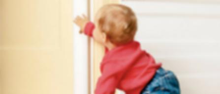 requisitos de seguridad para puertas de centros infantiles